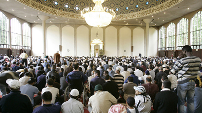 Muslims gather in London's central mosque for the Friday prayers (AFP Photo)