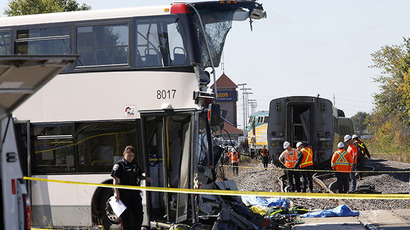 Investigators examine the scene of an accident involving a bus and a train in Ottawa September 18, 2013. (Reuters / Chris Wattie)