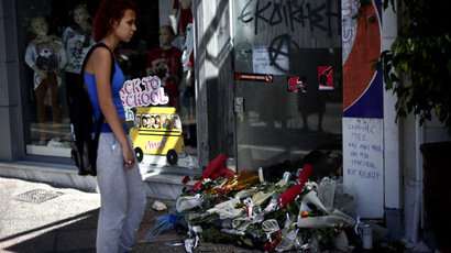A woman stands on September 19, 2103 in front of the spot where was murdered Pavlos Fyssas, in Piraeus, Greece. (AFP Photo)