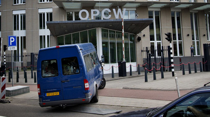 United Nations inspectors arrive in a van at the headquarters of the Organisation for the Prohibition of Chemical Weapons (OPCW), in The Hague, on August 31, 2013.  (AFP Photo/Guus Schoonewille)