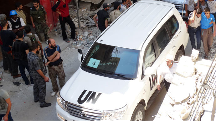 A vehicle of the UN arms experts, inspecting a site suspected of being hit by a deadly chemical weapons attack last week on August 28, 2013 in the Eastern Ghouta area, Syria (AFP Photo / Mohamed Abdullah)