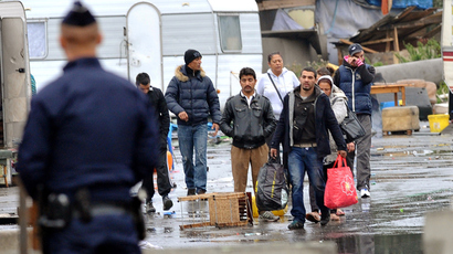 Police on September 18, 2013 watch the final operation evacuating the largest Roma encampment in the Lille area (AFP Photo / Denis Charlet)