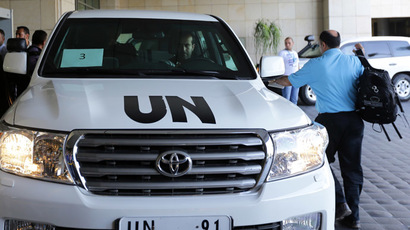 A UN expert arrives to get in a vehicle before leaving an hotel in the Syrian capital Damascus on September 26, 2013. (AFP Photo/Louai Beshara)