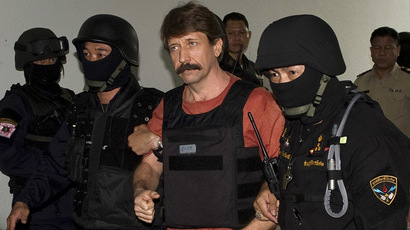 Alleged Russian arms dealer Viktor Bout arrives at a Criminal Court in Bangkok on October 5, 2010. (AFP Photo)