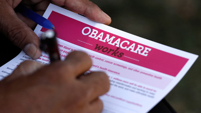 A man fills out an information card during an Affordable Care Act outreach event hosted by Planned Parenthood for the Latino community in Los Angeles, California September 28, 2013 (Reuters / Jonathan Alcorn)
