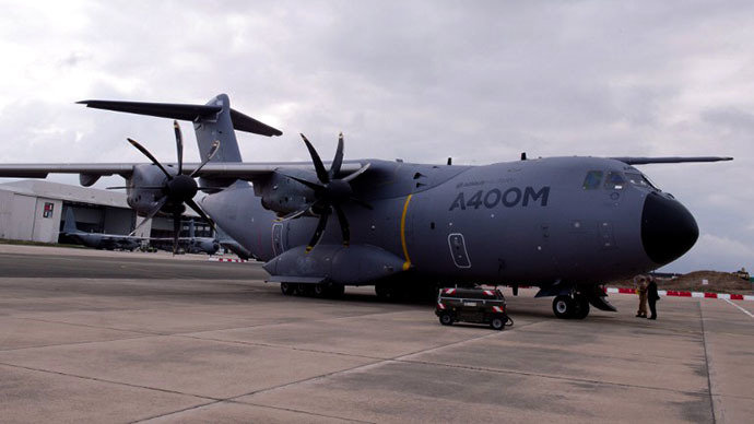 The new French air force military transport Airbus A 400M is on the tarmac of the military airbase BA 123 on September 30, 2013 in Saint-Jean-de-la-Ruelle near Orleans (central France). (AFP Photo / Alain Jocard)