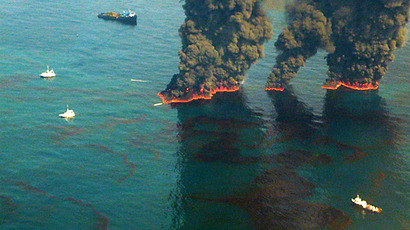 This US Coast Guard handout image shows crews conducting overflights of controlled burns taking place in the Gulf of Mexico May 19, 2010 in the Gulf of Mexico. (AFP Photo / Chief Petty Officer John Kepsimelis)