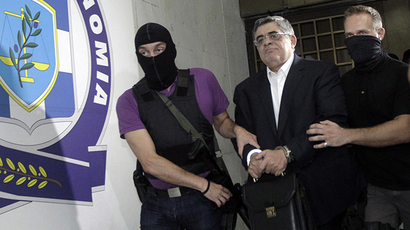 Far-right Golden Dawn party leader Nikolaos Mihaloliakos (C) is escorted by anti-terrorism police officers as he leaves the Greek police headquarters in Athens September 28, 2013. (Reuters /  John Kolesidis)