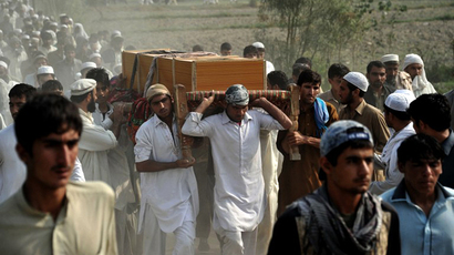Afghan men carry the coffin of a civilian, allegedly killed in a NATO air strike, on the outskirts of Jalalabad in Nangarhar province on October 5, 2013. (AFP Photo / Noorullah Shirzada)