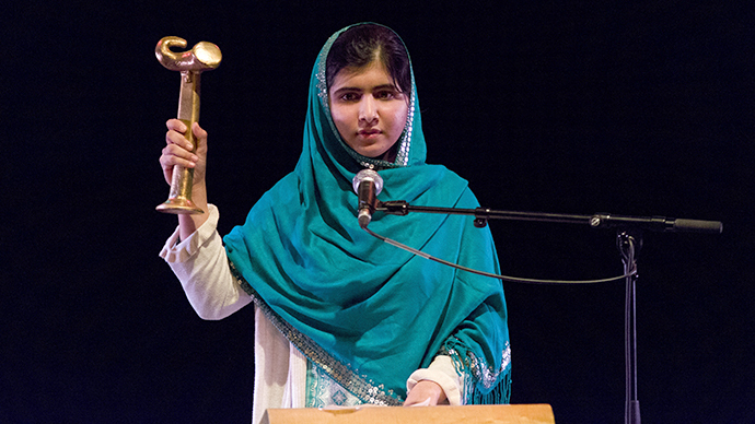 Pakistani schoolgirl shot by Taliban receives human rights Politkovskaya Award