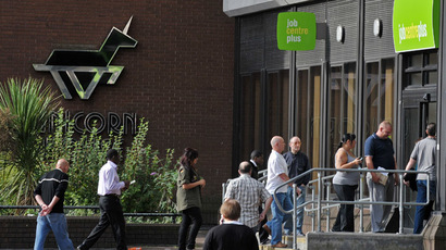 People queue to enter a job centre in Bromley, Kent (AFP Photo/Carl de Souza)