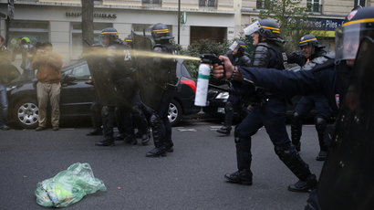 Anti riot police officers fire tear gas as high school students demonstrate in Paris, on October 18, 2013 (AFP Photo / Kenzo Tribouillard)