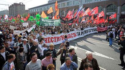 Participants of the March of Millions protest rally during the procession held along Bolshaya Yakimanka Street to Bolotnaya Square on May 5, 2012. (RIA Novosti / Iliya Pitalev)