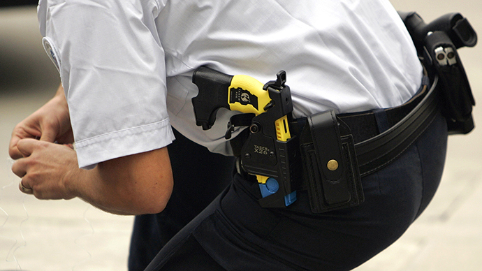 A policeman with the Taser X26 model in their holsters (AFP Photo / Jean-Pierre Muller)