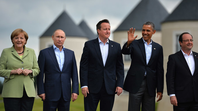 G8 and EU leaders (L-R) Germany's Chancellor Angela Merkel, Russia's President Vladimir Putin, Britain's Prime Minister David Cameron, US President Barack Obama and France's President Francois Hollande stand on the podium for the family photograph on the second day of the G8 summit at the Lough Erne resort near Enniskillen in Northern Ireland on June 18, 2013. (AFP Photo)