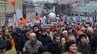 People carry pictures of political prisoners during an opposition rally in central Moscow on October 27, 2013. (RIA Novosti / Ramil Sitdikov)