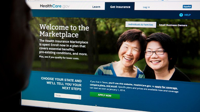 A woman looks at the HealthCare.gov insurance exchange internet site October 1, 2013 in Washington, DC. (AFP Photo / Karen Bleier)