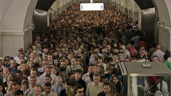 Passengers at the Park Kultury subway station, Moscow (RIA Novosti)