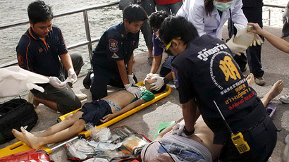Thai rescue personnel administer first aid and perform CPR to injured foreign tourists after a ferry sank off the coast in Pattaya on November 3, 2013. (AFP Photo). Video courtesy: TNN TV channel