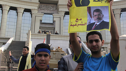 Supporters of Egypt's deposed Islamist president Mohamed Morsi (portrait) gather outside Cairo's high court on November 4, 2013. (AFP Photo / Mohamed Kamel)