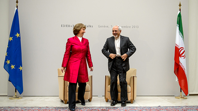 EU foreign policy chief Catherine Ashton (L) speaks with Iranian Foreign Minister Mohammad Javad Zarif on November 7, 2013 before the start of two days of closed-door nuclear talks in Geneva.(AFP Photo / Fabrice Coffrini)