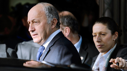 French Foreign Minister Laurent Fabius leaves the Intercontinental Hotel on the third day of talks on Iran's nuclear programme, on November 9, 2013 in Geneva. (AFP Photo / Fabrice Coffrini)