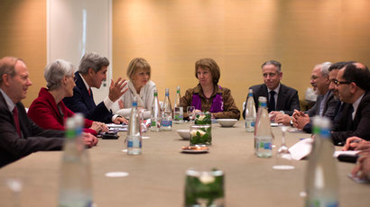 U.S. Secretary of State John Kerry (3rd L) meets with European Union foreign policy chief Catherine Ashton (C) and Iranian Foreign Minister Mohammad Javad Zarif (3rd R) at the Iran nuclear talks in Geneva, November 9, 2013.(Reuters / Jason Reed)