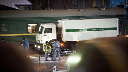 Prison van in front of a railway prison wagon at a marshalling yard near the Murmansk train station.(AFP Photo / STR)