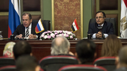 Egyptian Foreign Minister Nabil Fahmy (R) and his Russian counterpart Sergey Lavrov give a press conference on November 14, 2013 in the Egyptian capital, Cairo. (AFP Photo/Khaled Desouki)
