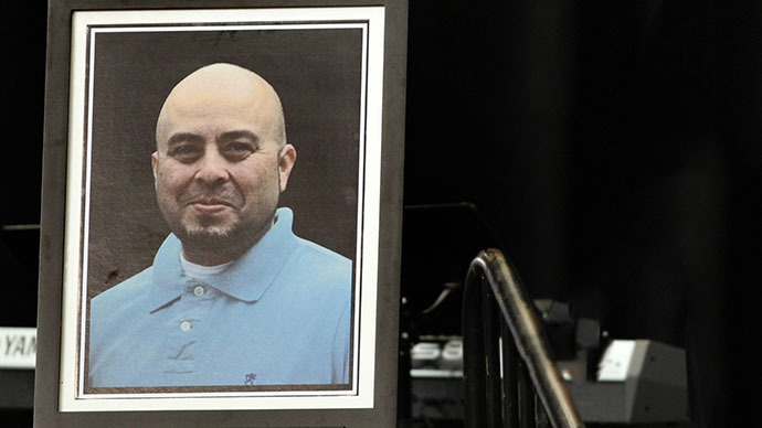 A portrait of slain TSA officer Gerardo Hernandez is seen during his public memorial at the Los Angeles Sports Arena, Tuesday, November 12, 2013. (AFP Photo / Al Seib)