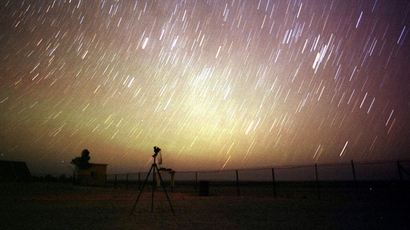 Stars outnumber Leonid meteors lighting up the night sky of the desert near Amman (Reuters / Ali Jarekji)
