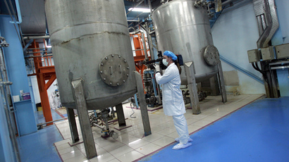 A cameraman films inside the Isfahan Uranium Conversion Facilities (UCF), 420 kms south of Tehran (AFP Photo / Behrouz Mehri)