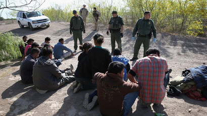 U.S. Border Patrol agents detain undocumented immigrants near the U.S.-Mexico border near Mission, Texas. (AFP Photo / John Moore)