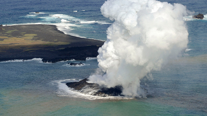 Smoke from an erupting undersea volcano forms a new island off the coast of Nishinoshima (top L), a small uninhabited island, in the southern Ogasawara chain of islands in this November 21, 2013 (Reuters / Kyodo)