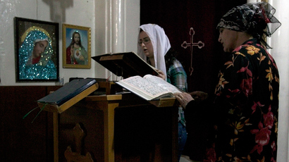 Worshippers attend a mass at the Syriac Orthodox Church in Al-Darbasiyah, Hasakah province (Reuters / Stringer)