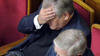 Special EU envoys Aleksander Kwasniewski (L) and Pat Cox react after voting in the parliament in Kiev on November 21, 2013. (AFP Photo /Sergei Supinsky)