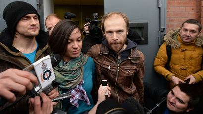 Photographer Denis Sinyakov released on a 2-million-ruble bail and his wife, Alina, center, at the St. Petersburg Detention Facility No. 1 (RIA Novosti / Alexey Danichev)