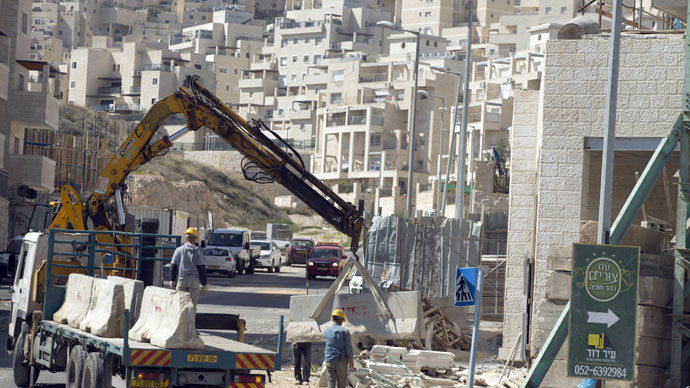 Labourers work at a housing construction site in the Israeli settlement of Har Homa in east Jerusalem on February 27, 2013.(AFP Photo / Menahem Kahana)