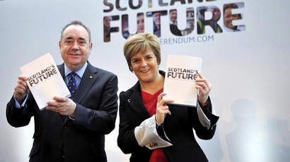 "Scotland's First Minister Alex Salmond and Deputy First Minister Nicola Sturgeon pose for picture during a press conference to launch their regional government's long-awaited ""white paper"" ahead of next year's historic independence referendum, at Glasgow Science Centre in Glasgow, Scotland, on November 26, 2013.  (AFP Photo/Andy Buchanan)"