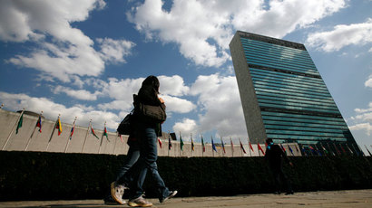 Tourists walk past the United Nations Headquarters in New York.(Reuters / Mike Segar)