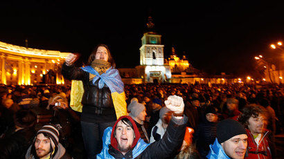 People supporting EU integration hold a rally in front of the Mikhailovsky Zlatoverkhy Cathedral (St. Michael's Golden-Domed Cathedral) in Kiev, November 30, 2013.(Reuters / Vasily Fedosenko)