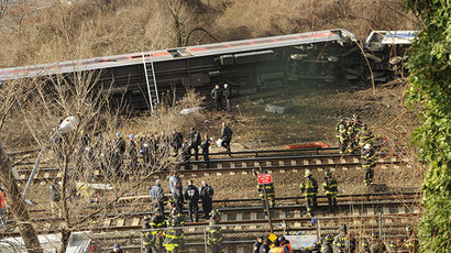 Emergency workers at the scene of a commuter train wreck on Dec 1, 2013 in the Bronx borough of New York. (AFP Photo / Timothy A. Clary)