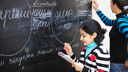 Schoolgirls at the blackboard during a Russian lesson (RIA Novosti / Yuriy Alekseev)