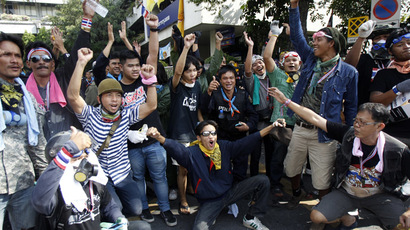 Anti-government protesters pose with riot police during a rally outside the Government House in Bangkok December 3, 2013. (Reuters/Chaiwat Subprasom)