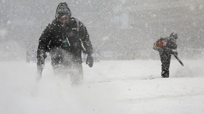 Stadium workers try and clear the lines during the game between the Philadelphia Eagles and the Detroit Lions on December 8, 2013 at Lincoln Financial Field in Philadelphia, Pennsylvania. (AFP Photo / Getty Images Elsa)