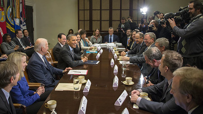US President Barack Obama (4th L) and Vice President Joe Biden (3rd L) meet with executives from leading tech companies to discuss progress with HealthCare.gov at the White House in Washington, DC, December 17, 2013. (AFP Photo / Jim Watson)