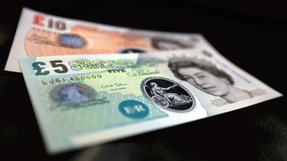Sample polymer five and ten GB pound banknotes are seen on display at the Bank of England in London (Reuters / Chris Ratcliffe)
