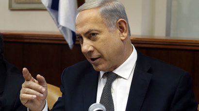 Israeli Prime Minister Benjamin Netanyahu gestures as he opens the weekly cabinet meeting at his Jerusalem office on December 22, 2013.(AFP Photo / Gali Tibbon)
