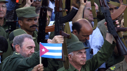 Fidel Castro (L) with AK-47 rifle (Reuters)
