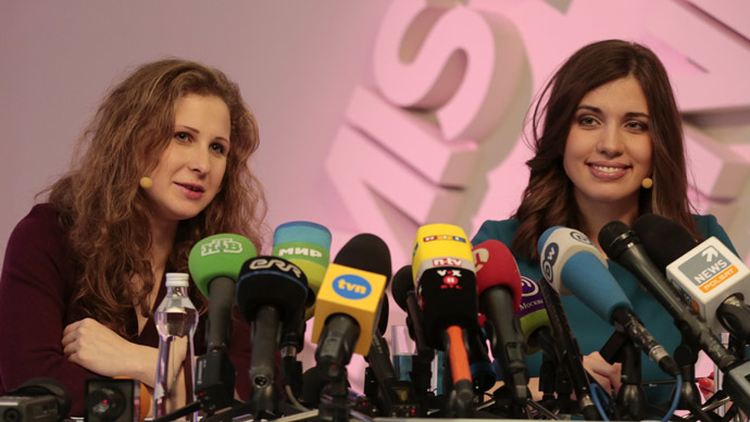 Pussy Riot members Nadezhda Tolokonnikova (R) and Maria Alyokhina talk to the media during a news conference in Moscow, December 27, 2013. (Reuters/Tatyana Makeyeva)